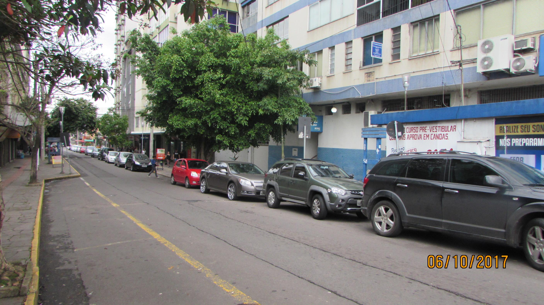Rua Muck localizada no centro de Canoas, uma das principais vias comercias  da cidade, com baixa circulação de veículos 2c103957ae