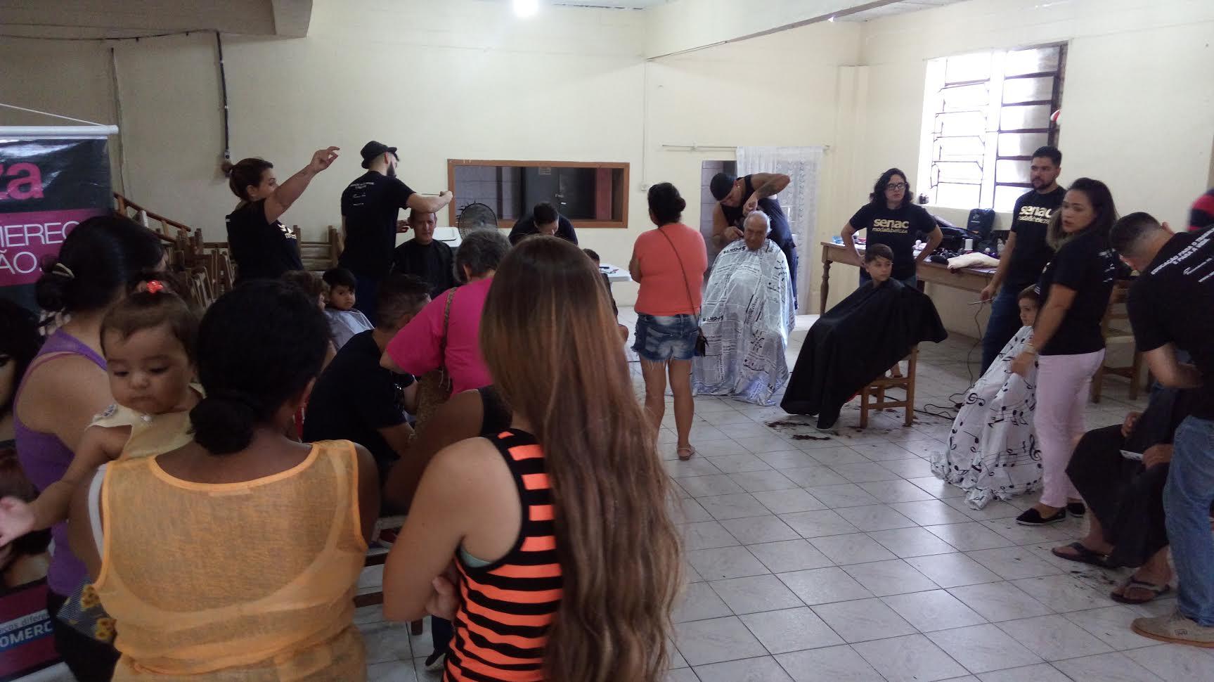 Um dos atrativos no evento foi o corte de cabelo gratuito